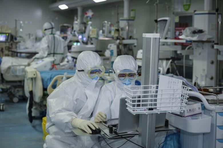 692 822 mijë viktima dhe mbi 18.2 milionë të infektuar me koronavirus në botë