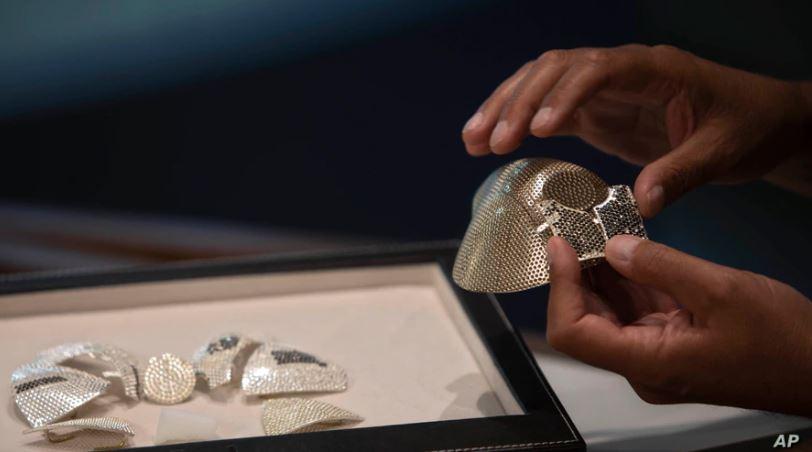 Më e shtrenjta në botë, kinezi porosit maskën 1.5 milion dollar