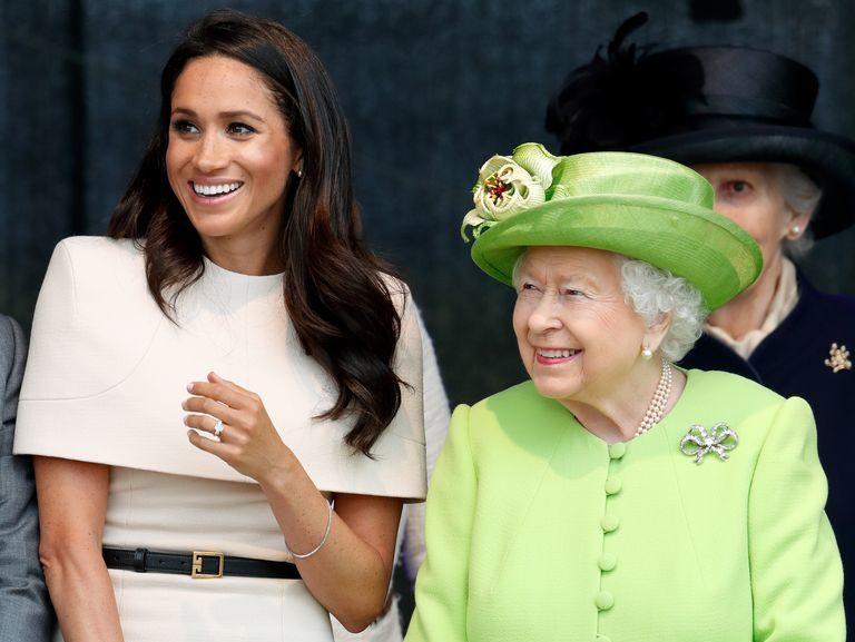"""Meghan hoqi dorë nga statusi mbretëror, por Mbretëresha e quan """"Dukesha e Sussex"""""""