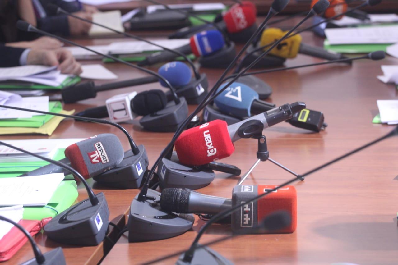 Lajm i trishtë, ndahet nga jeta në moshën 52-vjeçare gazetari shqiptar