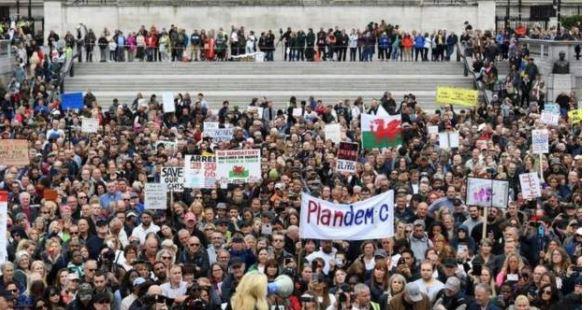 Protesta në Paris dhe Londër kundër masave të COVID-19