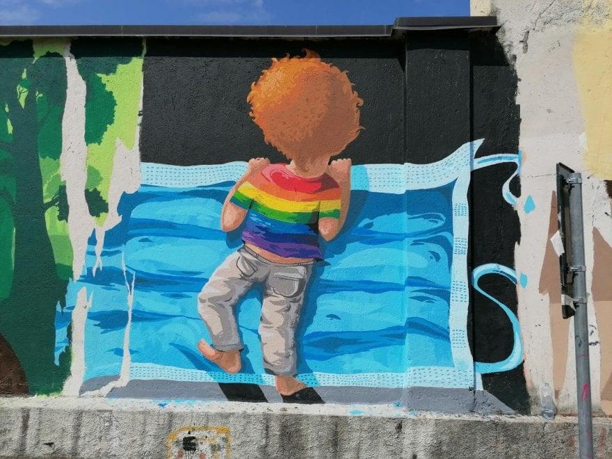Arti i rrugës si terapi për fëmijët, artisti ndërmerr nismën e veçantë