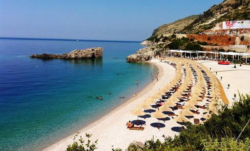 Rënie me 70% e numrit të turistëve që kanë ardhur me charter për pushime këtë vit në vendin tonë