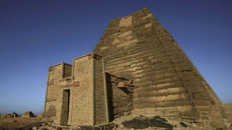 Nili në nivele rekord, përmbytjet rrezikojnë piramidat antike të Sudanit