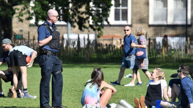 Masat Anti-Covid, nga 14 shtatori në Angli ndalohen takimet me më shumë se 6 persona