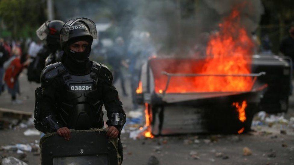 Protesta kundër dhunës policore, 7 të vdekur dhe 248 të plagosur në Kolumbi