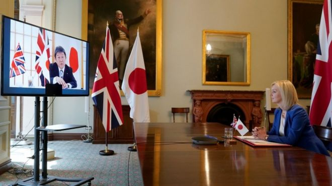 Britania firmos marrëveshjen e parë madhore post Brexit me Japoninë