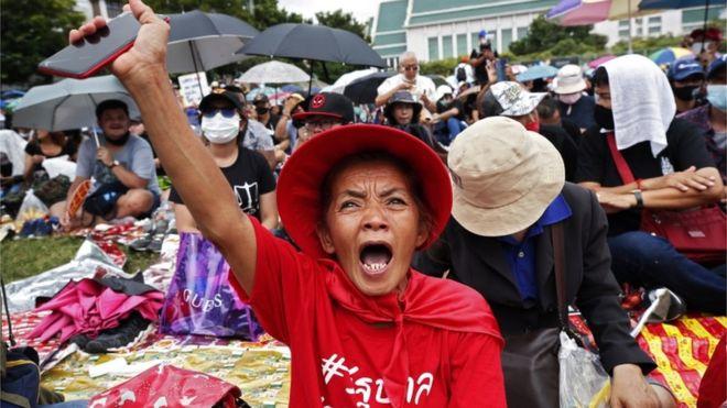 Tubim masiv anti-qeveritar në Tajlandë, mblidhen mijëra protestues