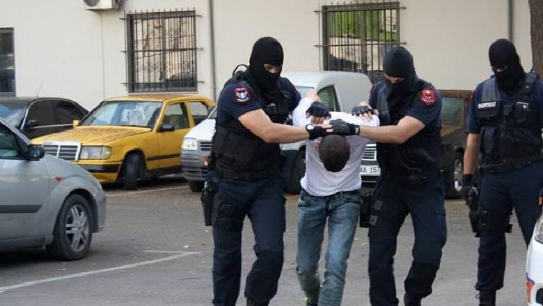 """EMRI/ I dënuar në Itali për """"organizatë kriminale"""", arrestohet në Tirane 41-vjeçari"""