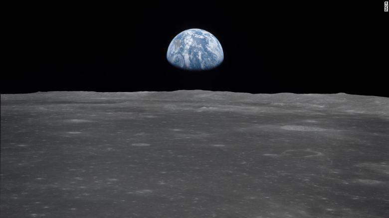 """Shkencëtarët zbulojnë """"mini-hënën"""" që rrotullohet rreth Tokës"""