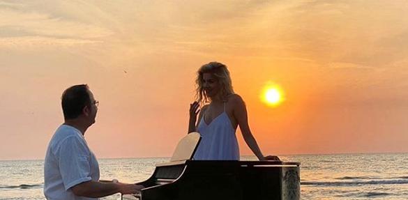 """Arilena shfaqet pranë Ardit Gjebreas buzë detit, çfarë """"po kurdisin"""" dy artistët"""