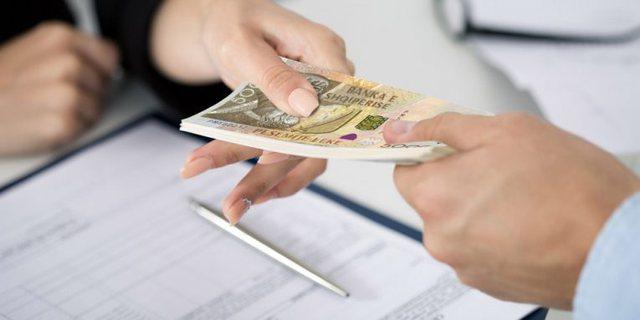 Largimet nga puna të punonjësve me paga të ulëta, favorizuan punësimin e atyre me paga të larta