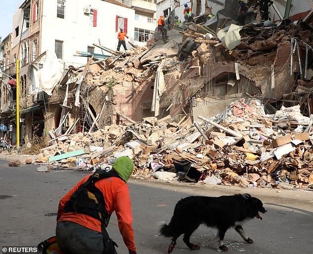 """Një muaj pas shpërthimit, ekipet e shpëtimit në Bejrut """"pikasin"""" një rrahje zemre nën rrënoja"""