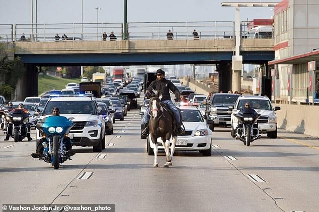 Kalëronte në mes të autostradës, arrestohet burri