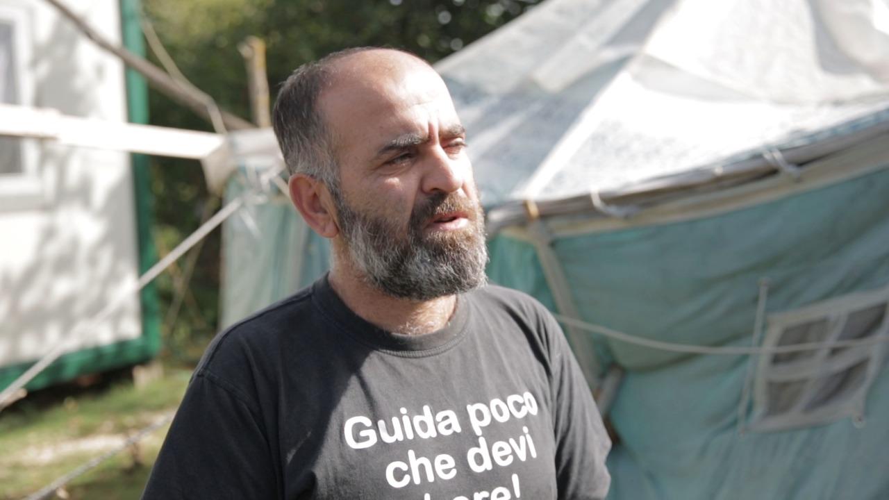 """""""Kush pyet o vlla, kush pyet"""", historia e familjes së Shkëlzen Ukës në Kurbin që jetojnë në çadër"""