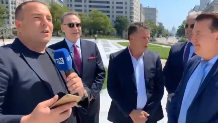 """""""Kosova është Serbi"""": Gazetari shqiptar provokohet nga protestuesi serb në SHBA, si reagon"""