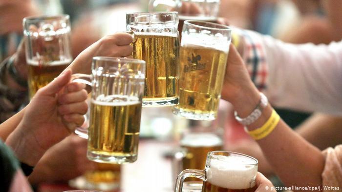 Më pak birrë, më shumë smartphone! Ndryshime të mëdha brenda një dhjetëvjeçari në Gjermani