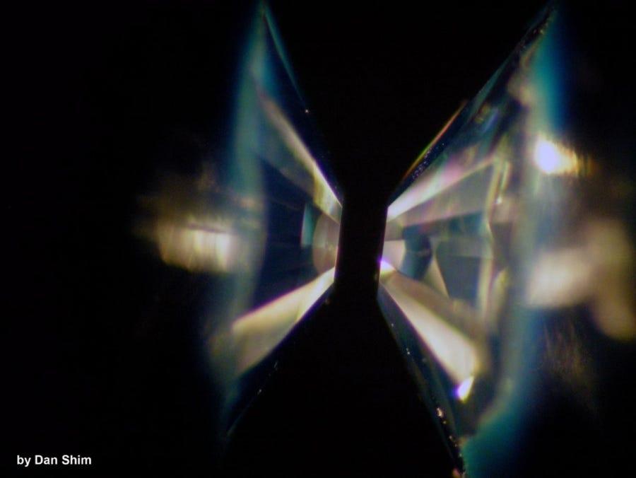 """Studimi: """"Planetet e diamantit"""" mund të ekzistojnë në Univers"""
