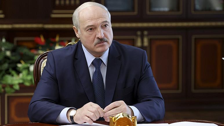 Lukashenko i Bjellorusisë betohet në fshehtësi si president i vendit