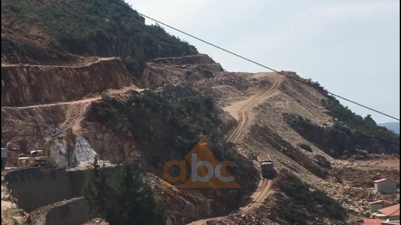 Moti i keq: Rrëshqitje gurësh në Kaninë, lëndohet shoferi i kamionit