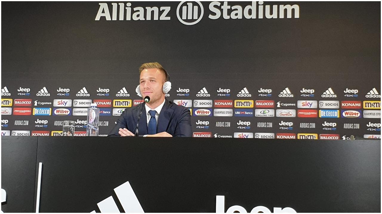 Arthur: Pirlo idhulli im, nuk e di nëse Suarez do të vijë te Juventus