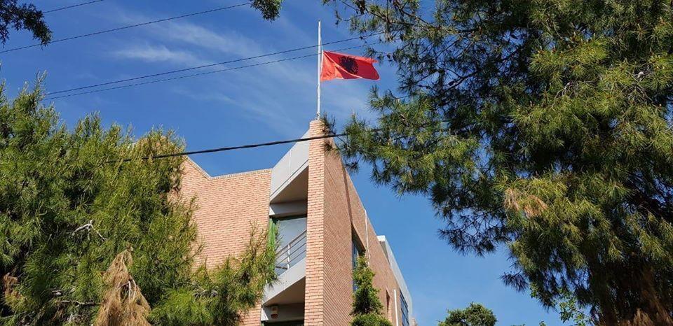 Ambasada shqiptare në Greqi njoftim të rëndësishëm për pajisjen me pasaporta