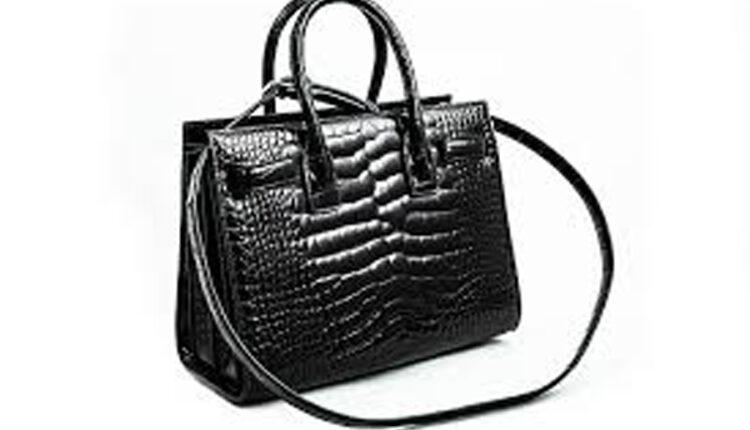 E punuar me lëkurë aligatori, dogana shkatërron çantën me vlere 26 mijë dollarë