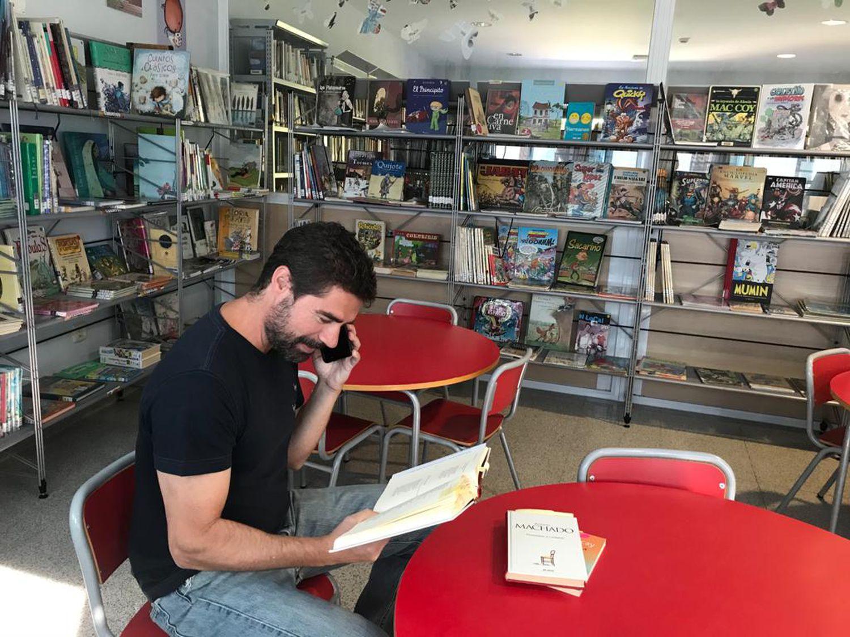 """""""Biblioterapi për të moshuarit"""", libra përmes telefonit për të luftuar vetminë"""