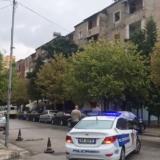 Të shtënat në Elbasan, policia: Personi vijon të qëllojë me armë, po bën rezistencë