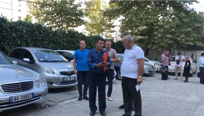 Pallati i dëmtuar nga tërmeti në Durrës, banorët çojnë çështjen në SPAK