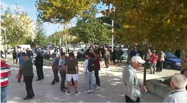 Banorët e Selenicës protestë për rrugën e Lumit të Vlorës, i dërgojnë letër Ramës dhe Metës