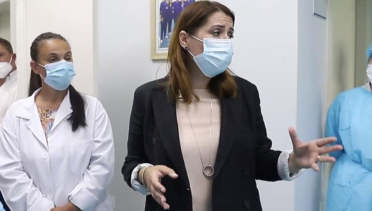 Pandemia e Covid-19, Manastirliu: Nëse kalojmë 500 të shtruar, hapim spitalet rajonale