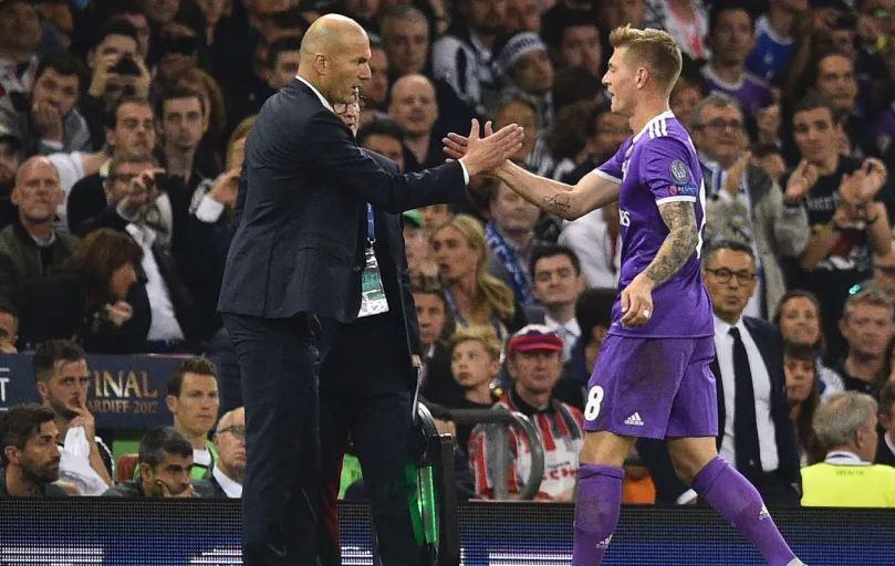 """Zidane """"harron"""" CR7: Kroos është futbollisti më i mirë që kam drejtuar!"""