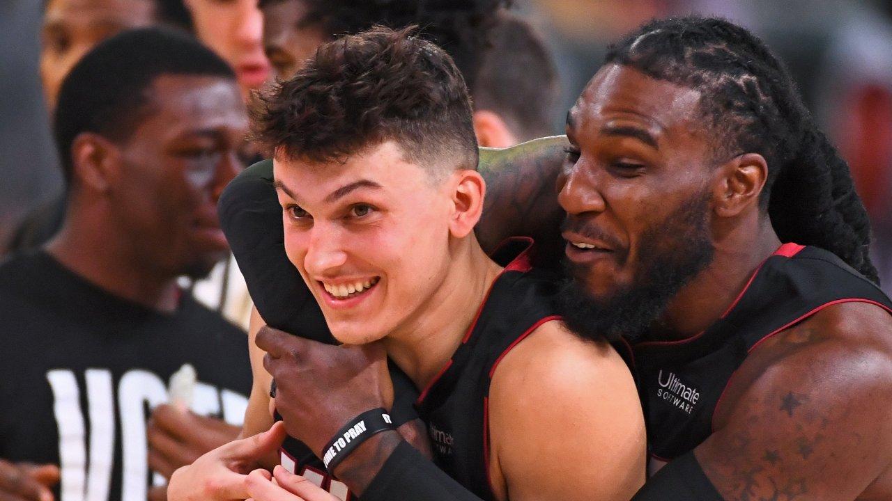 VIDEO/ Tyler Herro magjik, Miami Heat një fitore larg finales së madhe