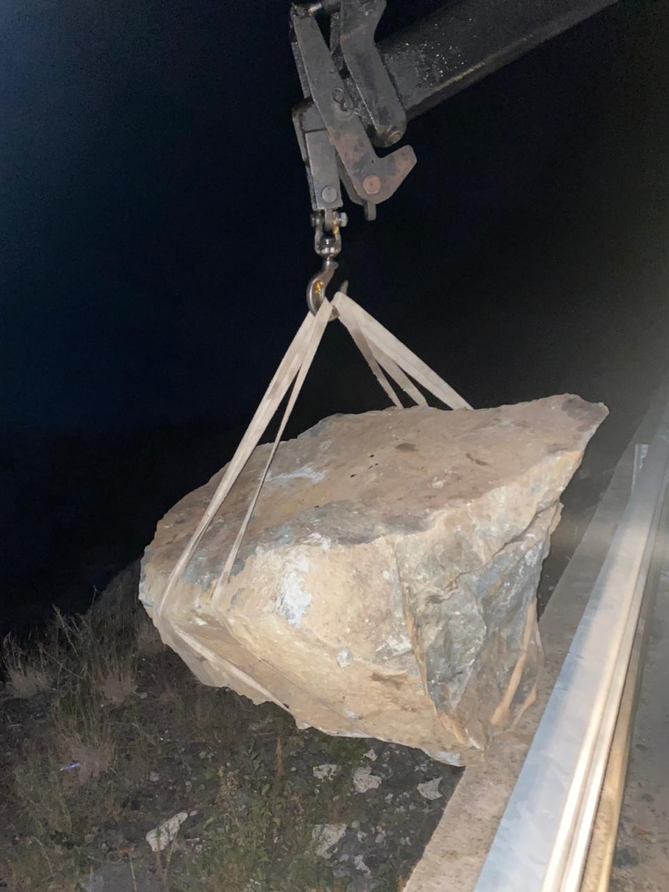 Bien gjatë natës masivë shkëmborë në aksin Kukës-Shishtavec