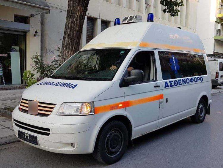 Shqiptari plagos me thikë grekun për një vajzë, ç'ndodhi në plazhin e njohur
