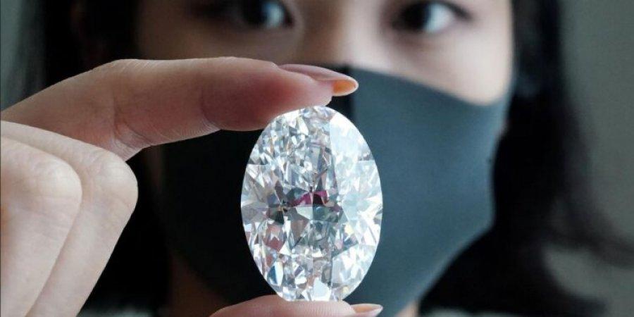 Diamanti i rrallë 102 karat del në ankand, mund të shitet deri në 30 mln dollarë
