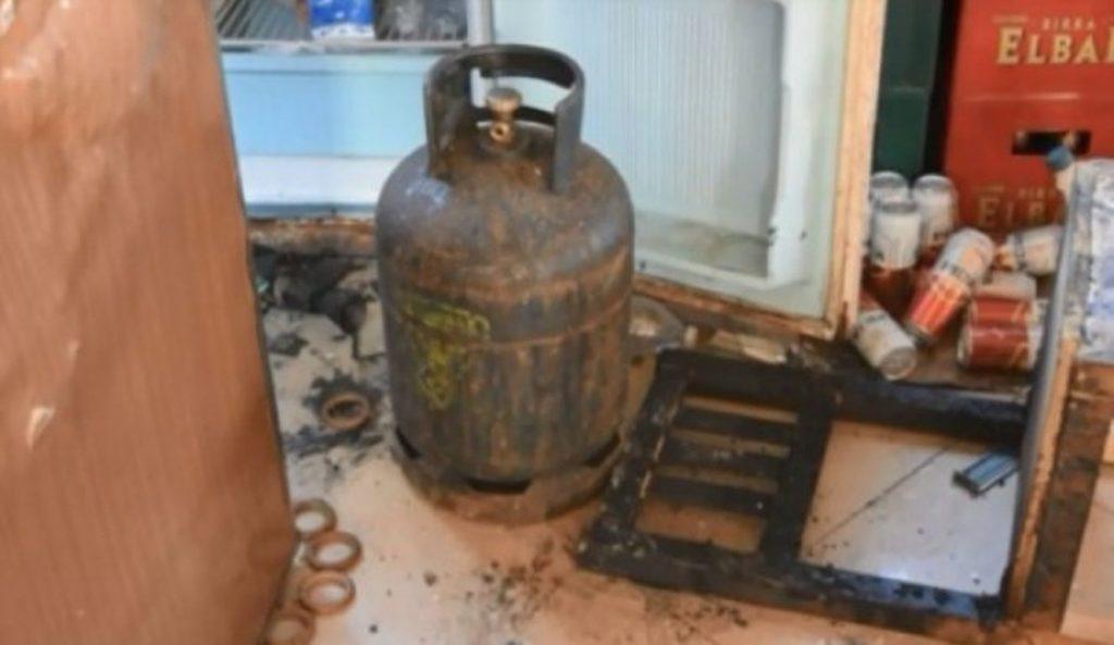 Plas bombola e gazit në banesë, plagosen gjyshi dhe mbesa! Dërgohen me urgjencë në Tiranë