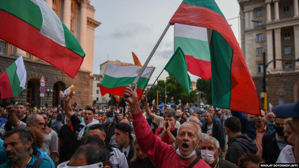 Bullgarët në protesta kundër qeverisë në ditën e pavarësisë: Përplasje me policinë