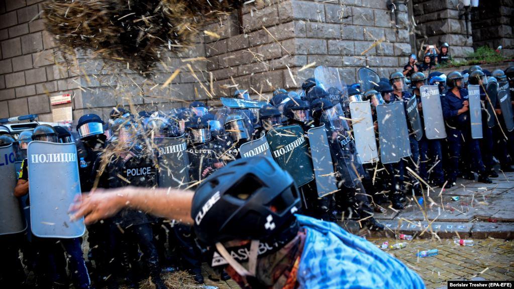 Protesta masive dhe përplasje me policinë, përshkallëzohet kriza politike në Bullgari