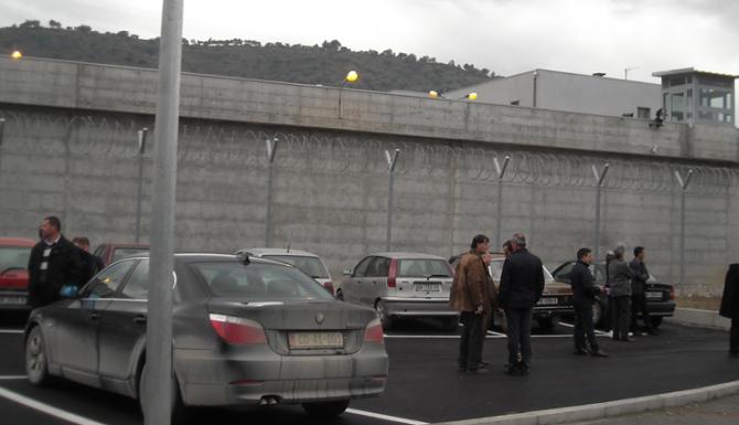 """""""Kreu veprime arbitrare me të burgosurin"""", pezullohet nga detyra drejtori i burgut të Beratit"""