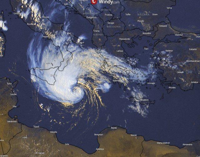 Moti i përkeqësuar dhe ciklon në rajonin e detit Jon, Drejtoria Detare e Durrësit nxjerr njoftimin