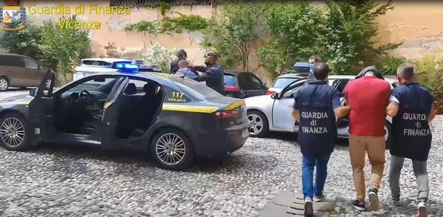 """EMRAT/ Operacioni i antidrogës """"Karaburun"""", në pranga mbi 90 shqiptarë në Itali"""