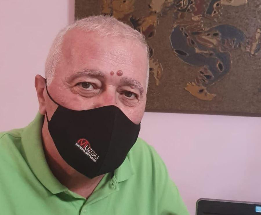 Shkrimtari shqiptar fiton betejën me COVID: Përulem dhe bie në gjunjë para mesazheve tuaja