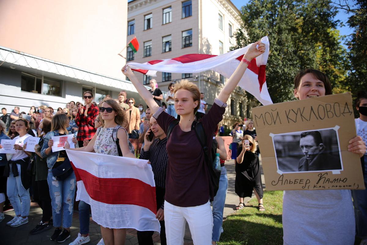 Protestat në Bjellorusi, agjentë me maska tërheqin zvarrë studentët