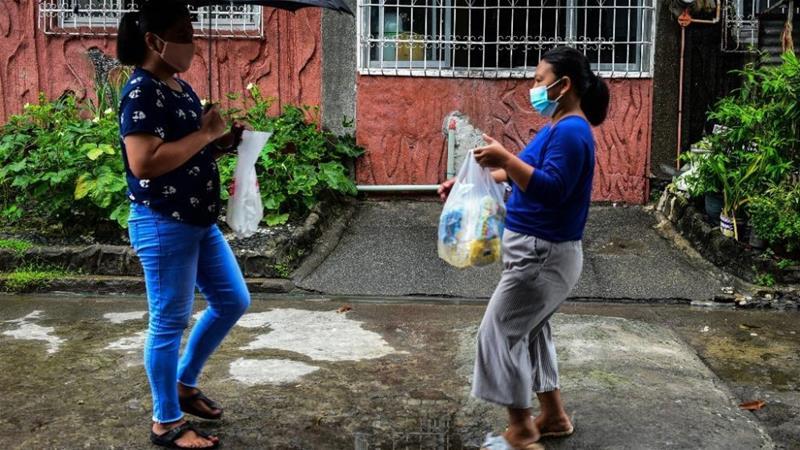 Këpucë Nike për mish pule: Koronavirusi rikthen tregtinë primitive në Filipine