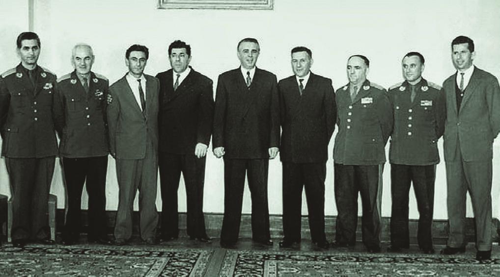 """Abc /Story: Enver Hoxha, si ja merrte këngës """"Për ty atdhe"""" pasi vriste shokët e afërt"""