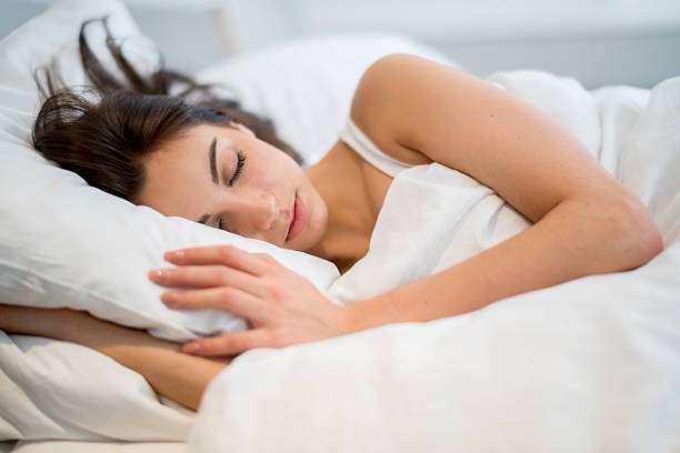 Arsyet pse nuk mund të flini pa përqafuar diçka
