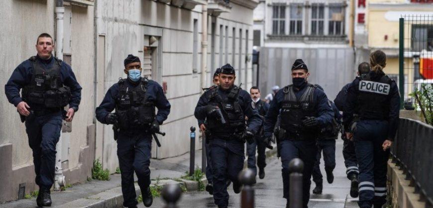 Sulmi në ish-zyrat e Charlie Hebdo, arrestohen edhe 5 persona të tjerë