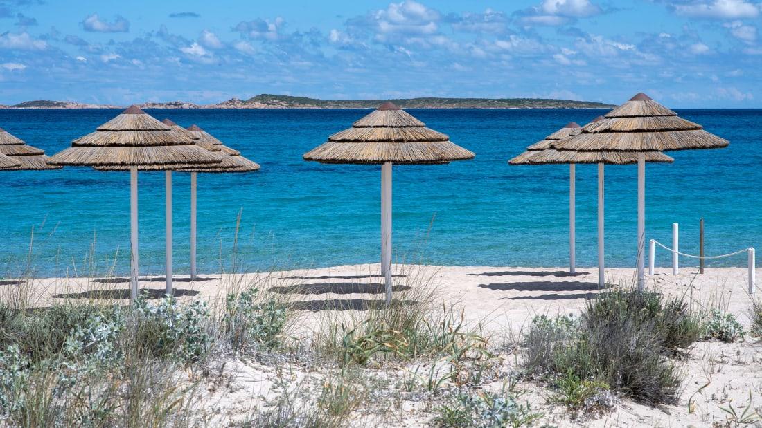 """""""Vodhi"""" rërë në një plazh italian, turisti francez gjobitet me 1 mijë Euro"""